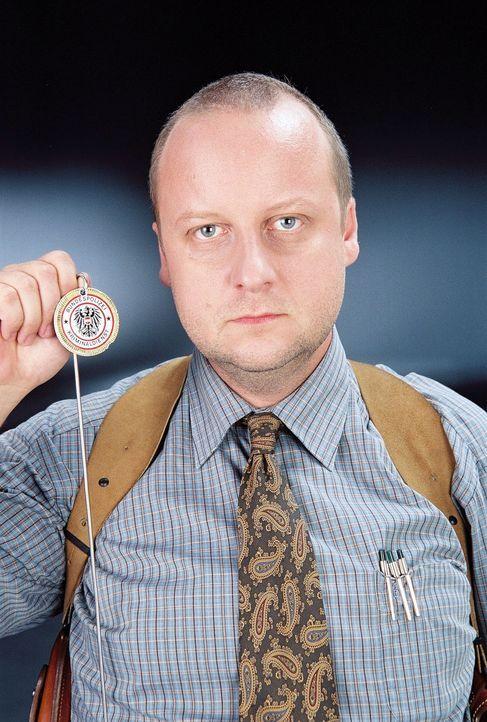 Ordnung und Pünktlichkeit - zwei unverzichtbare Dinge für Kriminalinspektor Fritz Kunz (Martin Weinek) ... - Bildquelle: Ali Schafler Sat.1