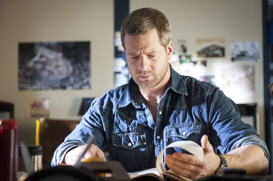 Mick (Henning Baum) muss erkennen, dass Ferchert, Tanja und sein Partner Andreas ihm nicht die ganze Wahrheit über Schaller gesagt haben ... - Bildquelle: Martin Rottenkolber SAT.1 / Martin Rottenkolber