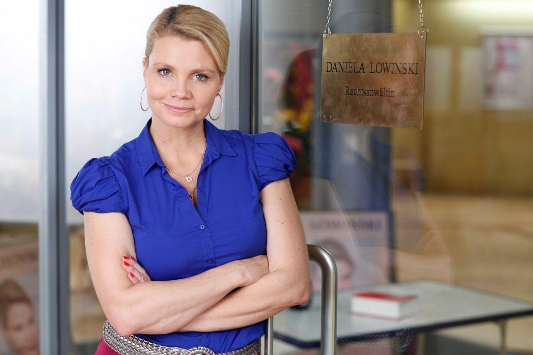 (4. Staffel) - Eine etwas außergewöhnliche Rechtsanwältin: Danni Lowinski (Annette Frier) ... - Bildquelle: Frank Dicks SAT.1