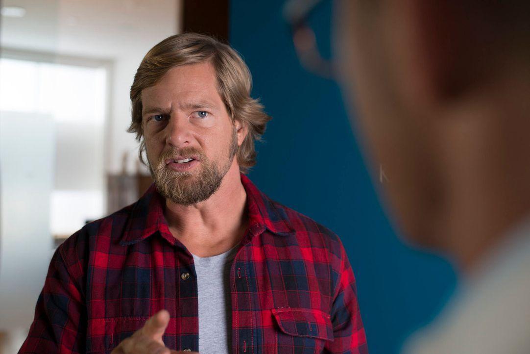 Eines ist klar: Mick (Henning Baum) kann Klapperstörche, die einen weißen Kittel tragen, nicht übermäßig leiden ... - Bildquelle: Martin Rottenkolber SAT. 1