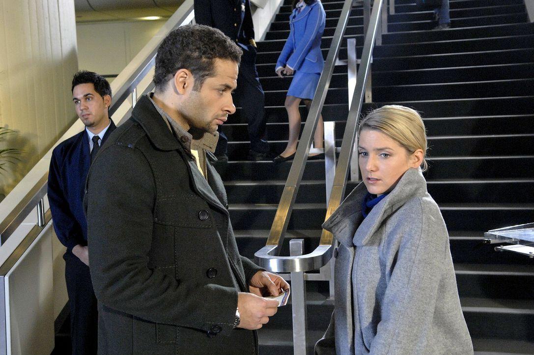 Wird Anna (Jeanette Biedermann, r.) Jannick (Mike Adler, l.) von der Abreise abhalten können...? - Bildquelle: Claudius Pflug Sat.1