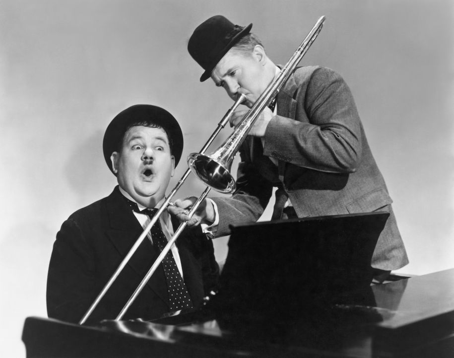 Ollie (Oliver Hardy, l.); Stan (Stan Laurel, r.) - Bildquelle: United Artists