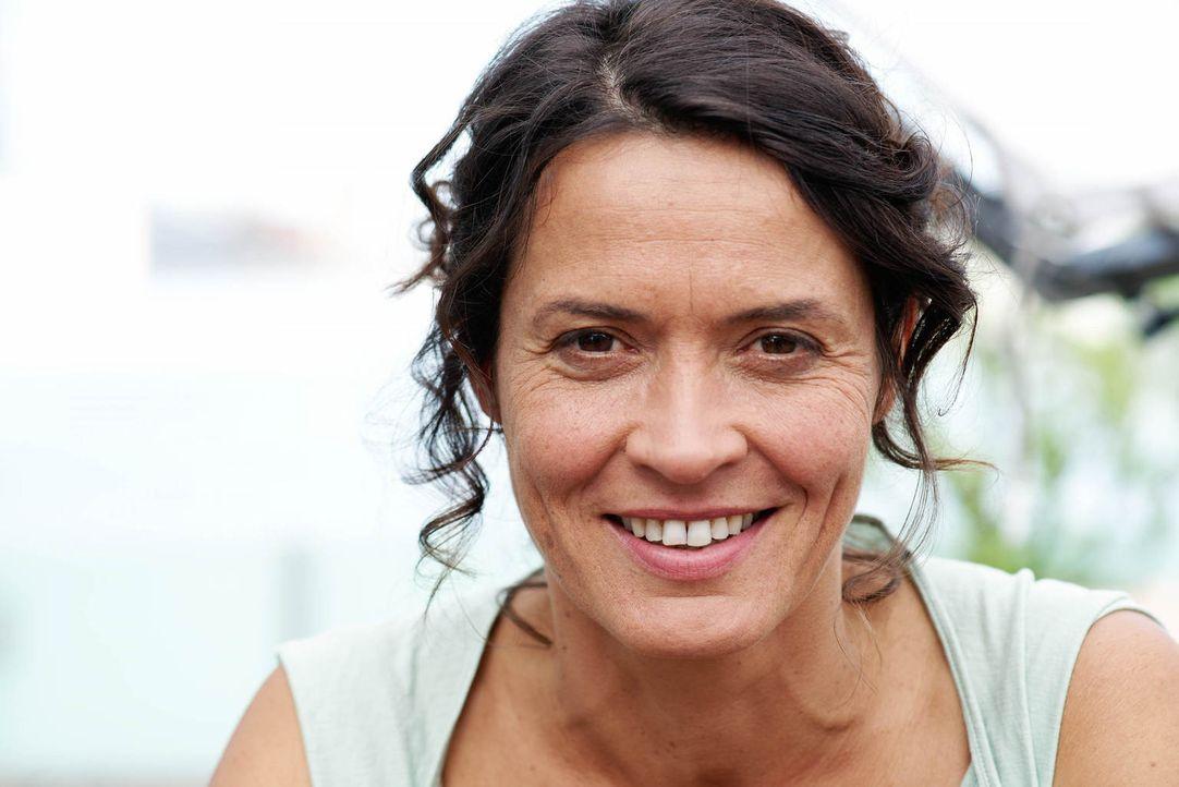 Silke (Ulrike Folkerts) hat sich wunderbar eingerichtet in ihrer Welt. Ihre Ehe mit dem Bauleiter Richard währt nun schon fast zwanzig Jahre. Doch u... - Bildquelle: Gabor Klinsky Sat.1