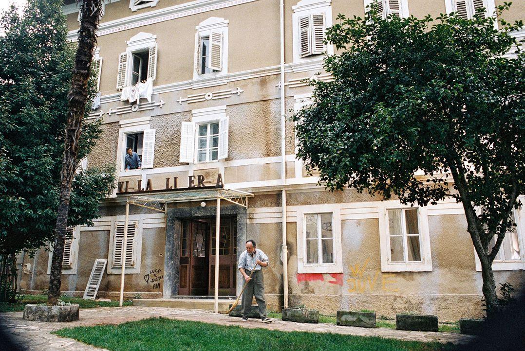 Jan reist nach Italien, um die baufällige Villa Liberta wieder auf Vordermann zu bringen. Ein Unternehmen, das sich jedoch weitaus schwieriger gesta... - Bildquelle: Walter Wehner Sat.1