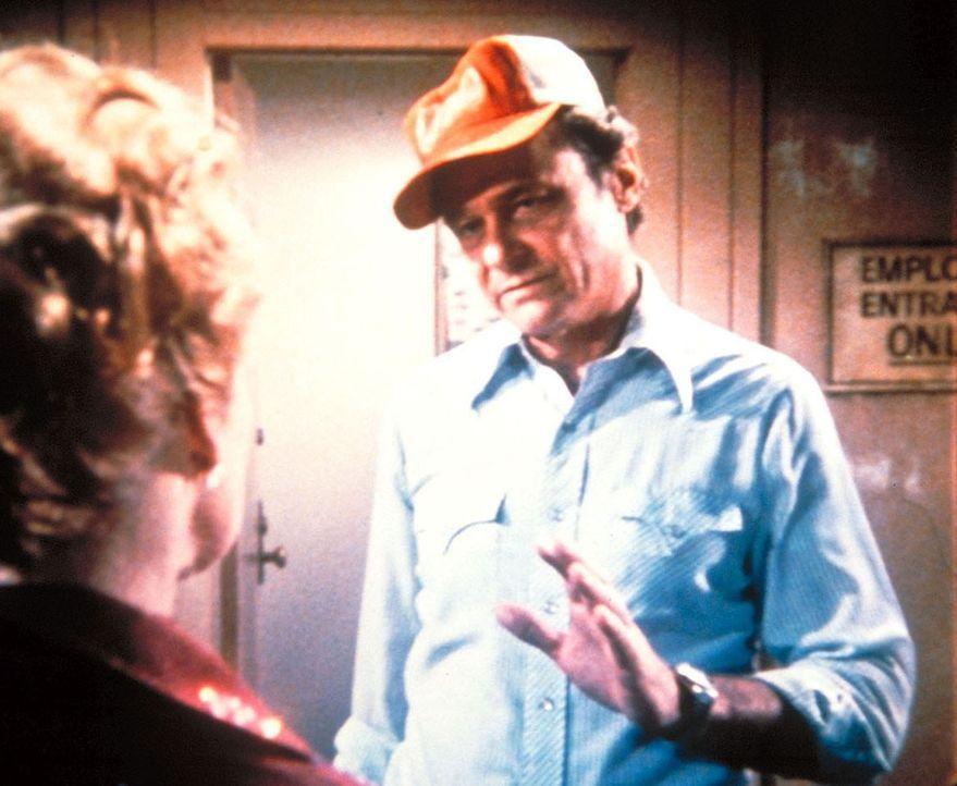 Tim (Jerry Hardin, r.) bittet Patsy (Ronee Blakeley, l.), Sara nicht ins Showgeschäft zu bringen. - Bildquelle: Worldvision Enterprises, Inc.