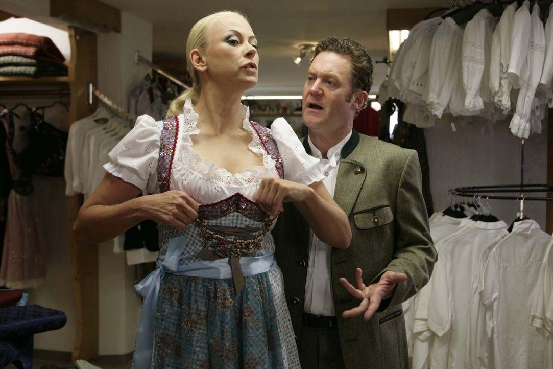 Christian (Jürgen Tonkel, r.) braucht ganz schön lange, bis er erkennt, dass seine Vera (Jenny Elvers-Elbertzhagen, l.) ein infames Miststück ist ..... - Bildquelle: Erika Hauri Sat.1