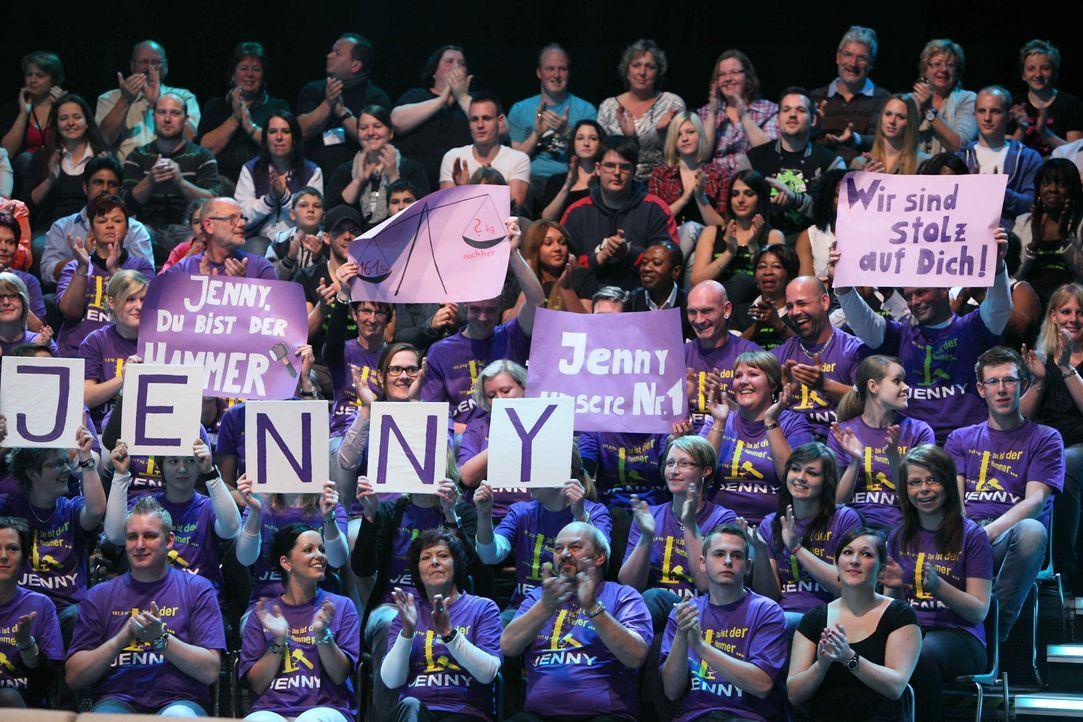 Jennys Familie und Freunde hoffen, dass ihre Kandidatin im Finale siegreich ist ... - Bildquelle: Frank Hempel SAT.1