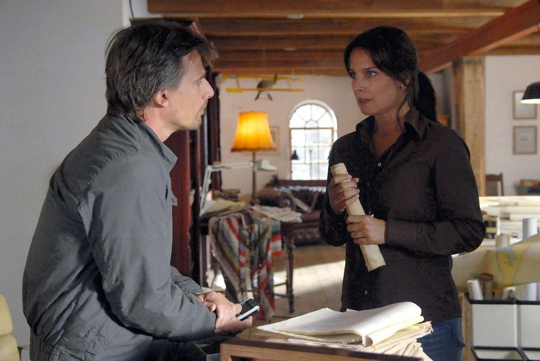 Zwischen Falk (René Steinke, l.) und Jana (Désirée Nosbusch, r.) kommt es zu einem Streit. - Bildquelle: Susanne Dittmann Sat.1