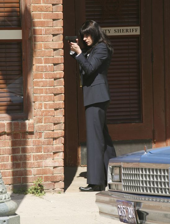 Emily Prentiss (Paget Brewster) gibt Reid bei seinem Vorhaben Rückendeckung ... - Bildquelle: Danny Feld 2008 ABC Studios. All rights reserved. NO ARCHIVE. NO RESALE. / Danny Feld