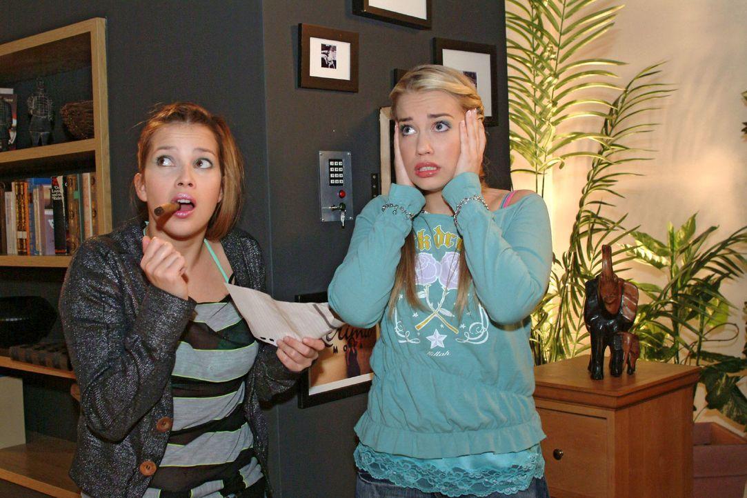 Während Kim (Lara-Isabelle Rentinck, r.) und Hannah (Laura Osswald, l.) Sophies Wohnung inspizieren, geht plötzlich die Alarmanlage los ... - Bildquelle: Monika Schürle Sat.1