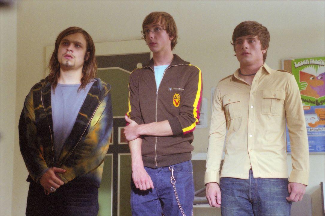 Die Schüler Chico (Florian Jahr, r.), Toby (Nicky Kantor, M.) und Maus (Tim Sander, l.) führen ein geruhsames Internatsleben. Da bekommen sie einen... - Bildquelle: Gordon Mühle ProSieben