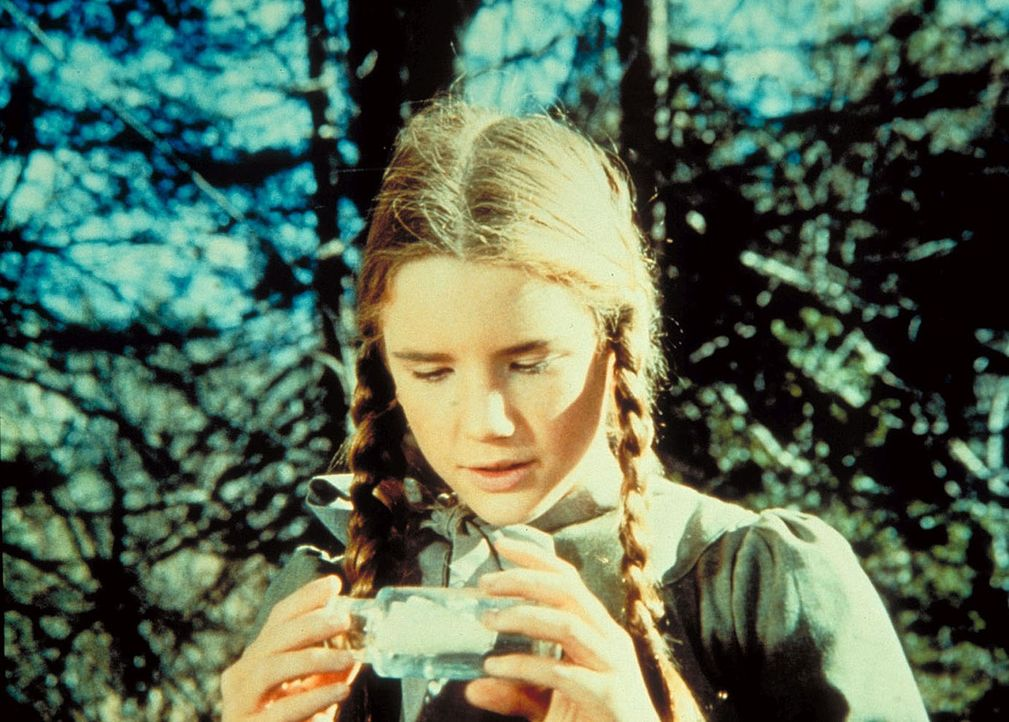 Laura (Melissa Gilbert) ist ganz aufgeregt: Sie hat eine Flaschenpost gefunden. - Bildquelle: Worldvision