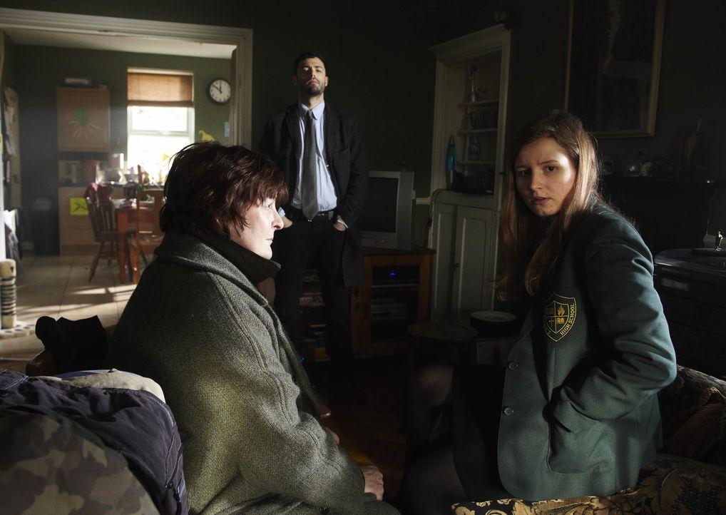 Vera Stanhope (Brenda Blethyn, l.); Ruthie (Rebecca Benson, r.) - Bildquelle: Helen Turton ITV Studios / Helen Turton