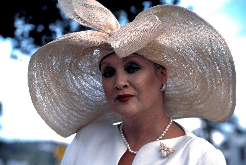 """Hat ihr Leben und das Leben der Inselbewohner fest im Griff: """"Queen"""" (Doris Kunstmann). Doch nicht mehr lange ... - Bildquelle: Erika Hauri ProSieben"""
