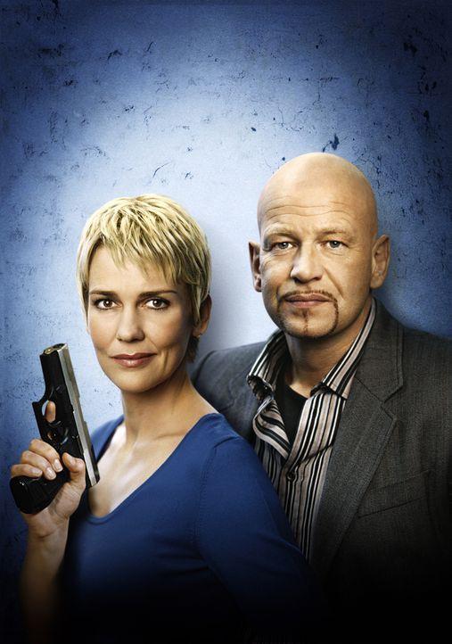 Kommissare im Einsatz: Michael Naseband (r.) und Alexandra Rietz (l.) ... - Bildquelle: Holger Rauner Sat.1