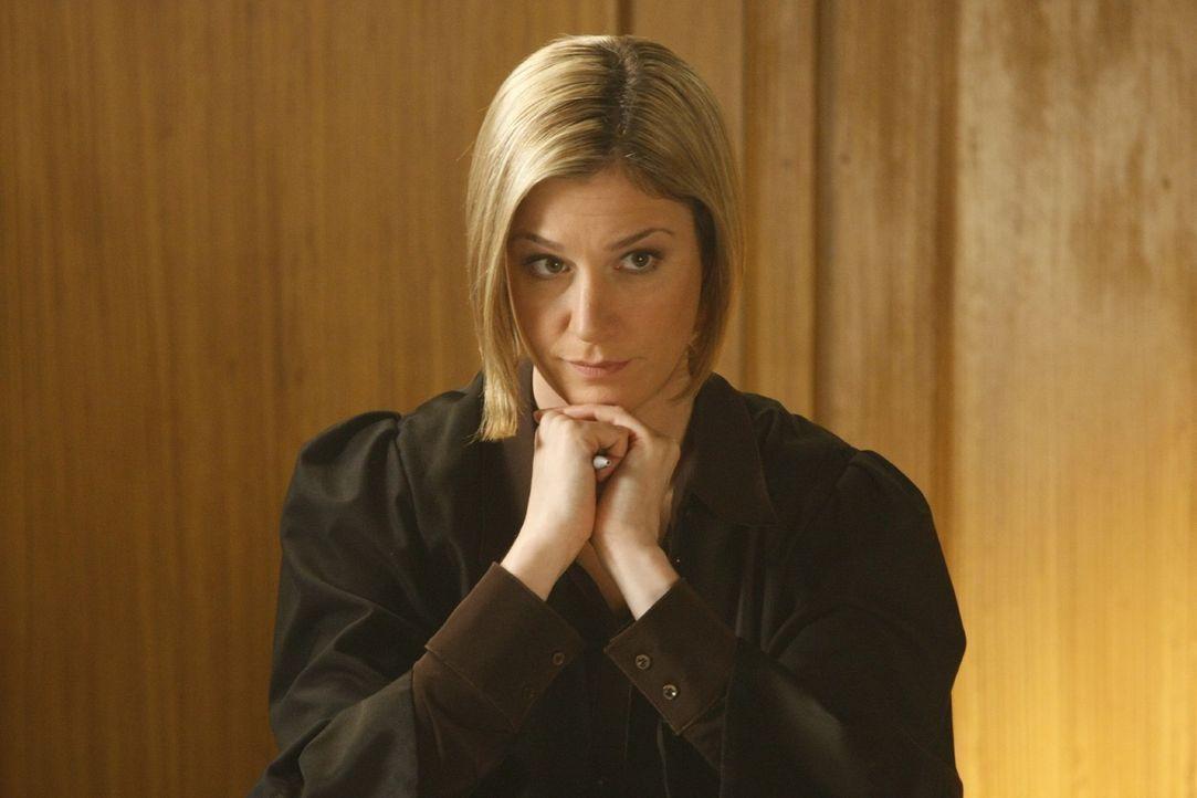Oliver Ex-Freundin und neue Anwältin in seiner Kanzlei macht Danni das Leben nicht immer leicht: Nina Berger (Julia Stinshoff) ... - Bildquelle: Frank Dicks SAT.1