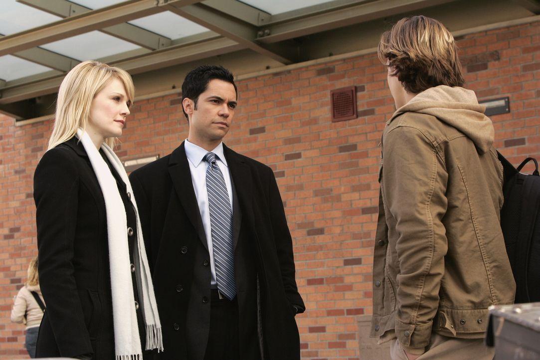 Ein neuer Fall bereitet Lilly (Kathryn Morris, l.) und Scott (Danny Pino, M.) Kopfzerbrechen ... - Bildquelle: Warner Bros. Television