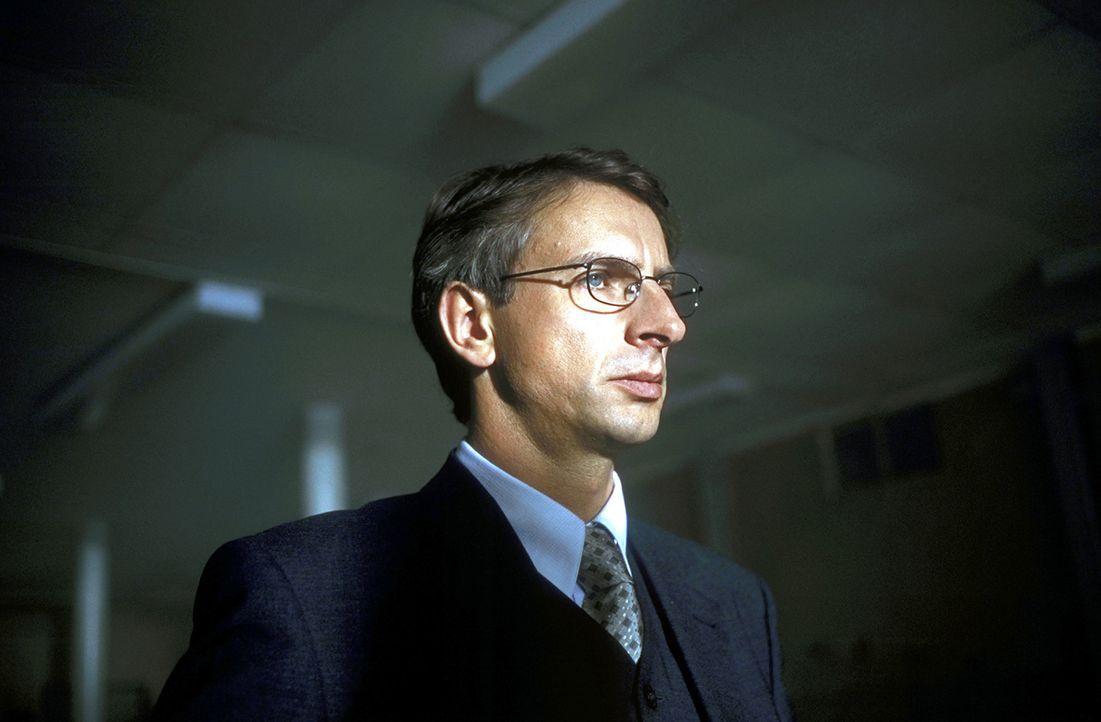 Dr. Endress (Ingolf Lück) kennt nur ein Ziel: Er will seine Familie zurück - koste es, was es wolle ... - Bildquelle: Leslie Haslam ProSieben
