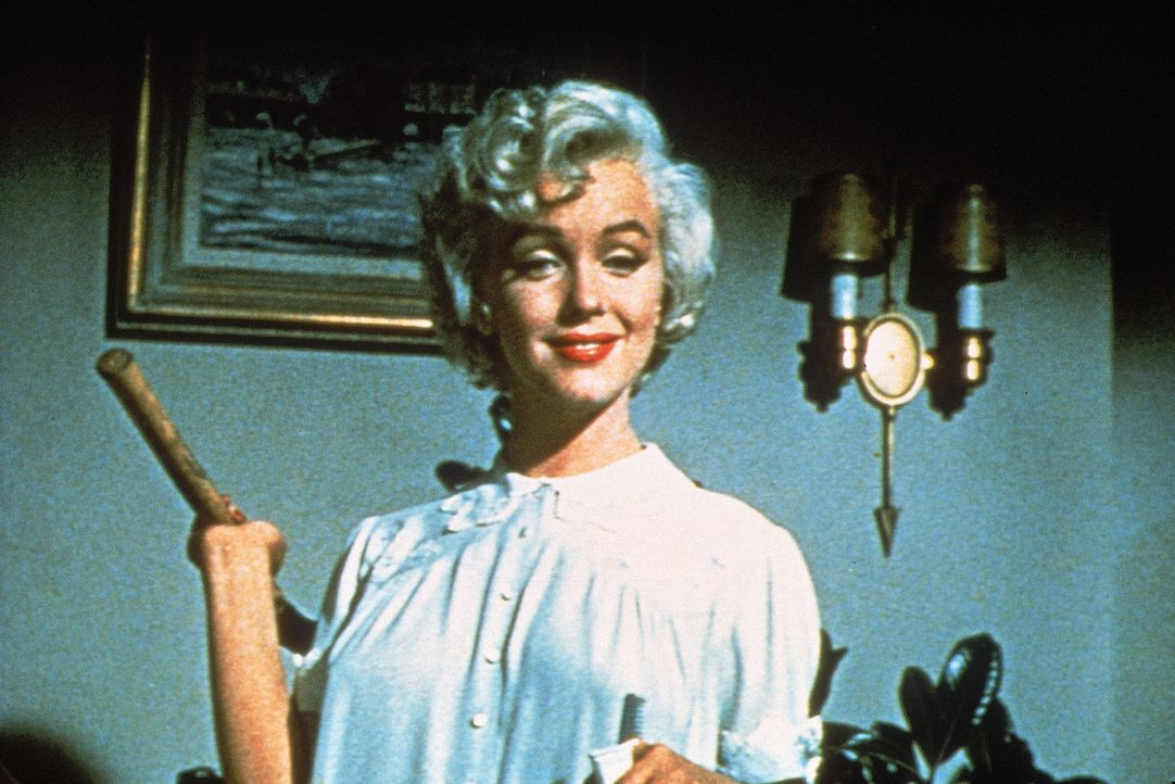 Richard Shermans neue Nachbarin (Marilyn Monroe) ist eigentlich nur in der Stadt, um der Hitze zu entgehen, doch bei dem armen Strohwitwer löst sie... - Bildquelle: 1955 Twentieth Century Fox Film Corporation.