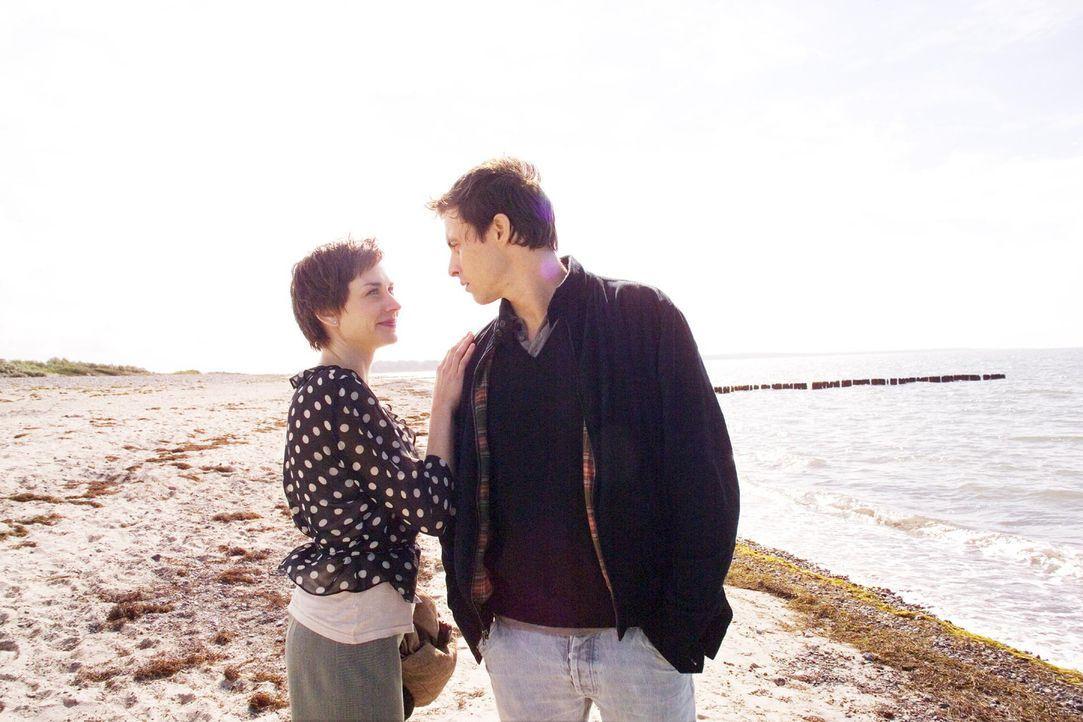 Pola (Christiane Paul, l.) will sich von ihren unzuverlässigen Ehemann Felix (Marc Hosemann, r.) scheiden lassen und mit ihren neuen Freund nach Par... - Bildquelle: Senator Entertainment AG