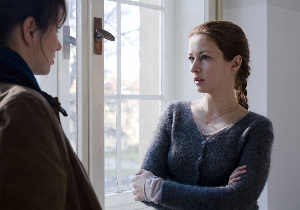 Erst spät erfährt Andrea (Julia Koschitz, l.), dass ihre ehemals beste Freundin Milena (Loretta Stern, r.) keineswegs so schuldig ist, wie sie jahre... - Bildquelle: Christian Hartmann SAT.1