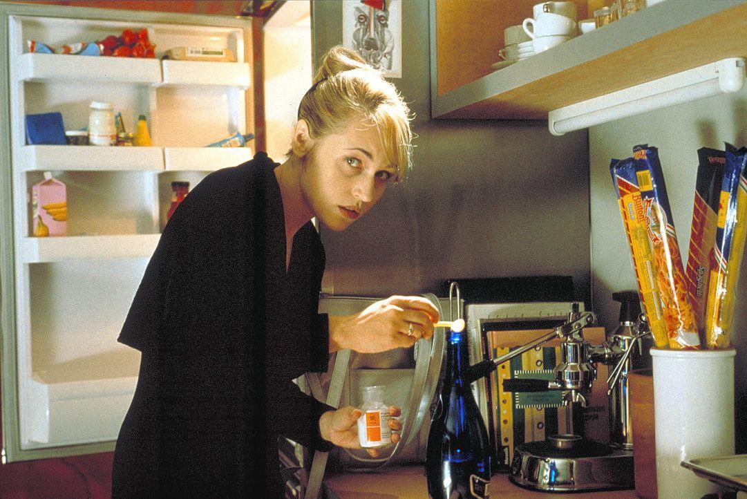 Meike (Anica Dobra) kann es nicht länger ertragen, wie sie von ihrer Schwester hingehalten wird. Sie schmiedet einen mörderischen Plan ... - Bildquelle: A. Kiermeier ProSieben