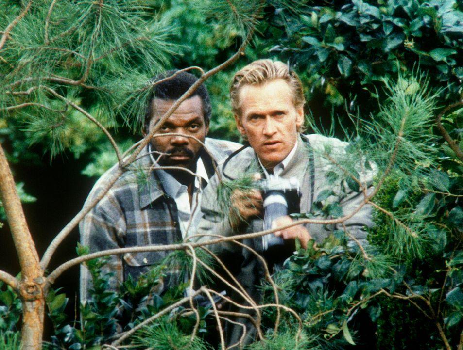 Kurtz (Bob Hopkins, r.) und Dagget (Al White) arbeiten für einen Mädchenhändler. Sie sollen Amanda entführen. - Bildquelle: CBS Television