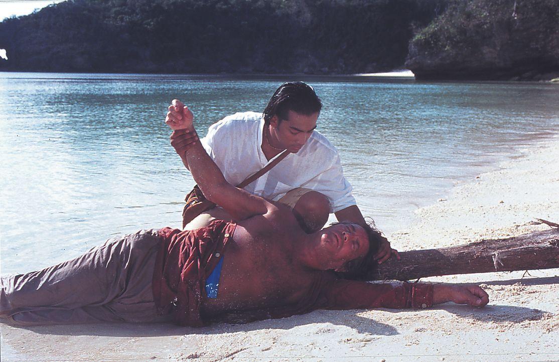 Rajah (Raimond Bagatsing, oben); Jean-Claude Valentine (Pierre Brice, unten) - Bildquelle: Lisa Film