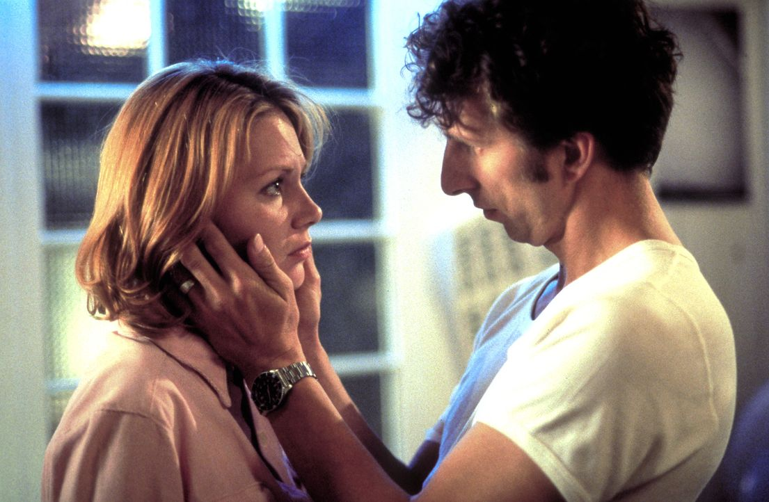 Verlieben sich ineinander: Christine (Antje Schmidt, l.) und Thomas (Rufus Beck, r.) ... - Bildquelle: Helmut Röttgen ProSieben