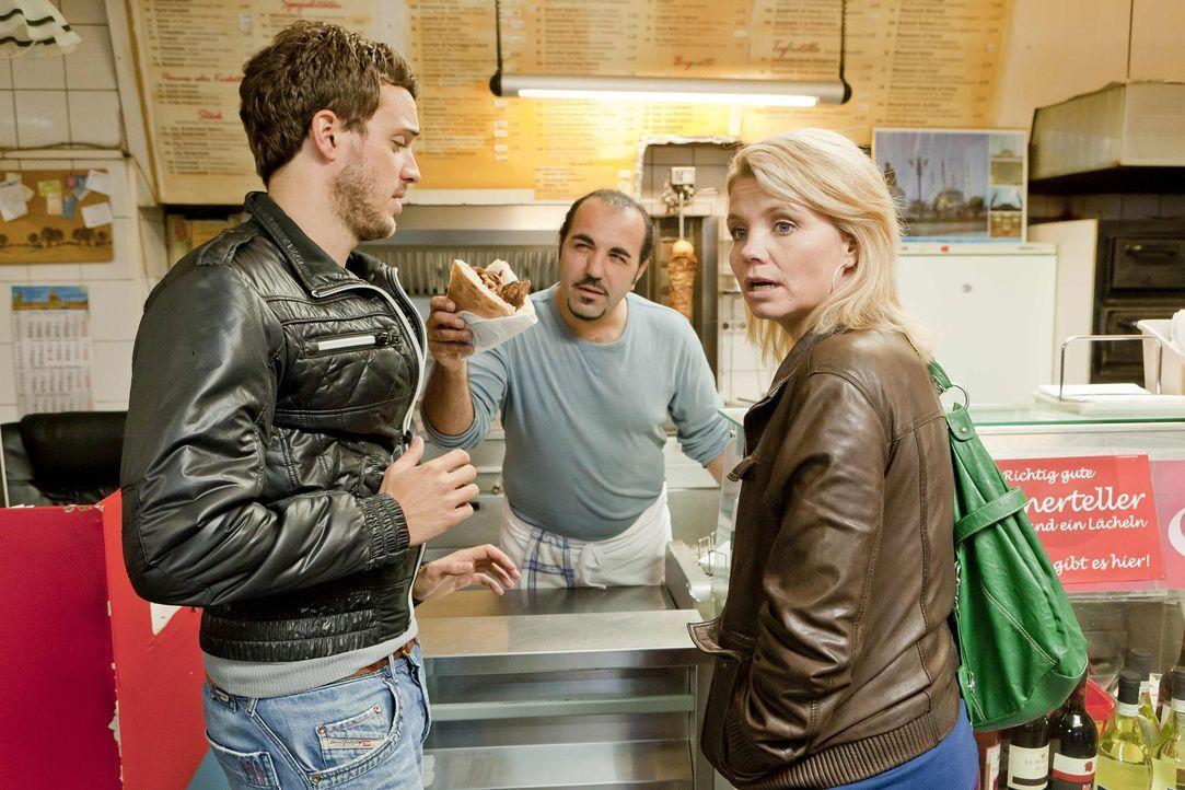 In Kurts Lieblingsdönerimbiss trifft Danni (Annette Frier, r.) auf Thorsten (Tobias van Dieken, l.), einen weiteren potentiellen Mandanten, der den... - Bildquelle: Frank Dicks SAT.1