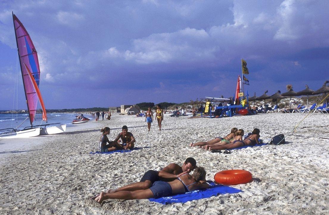 Bei dem herrlichem Sonnenschein auf Mallorca sind die Mädels leicht zu haben - glaubt jedenfalls David ... - Bildquelle: Christel Becker-Rau ProSieben