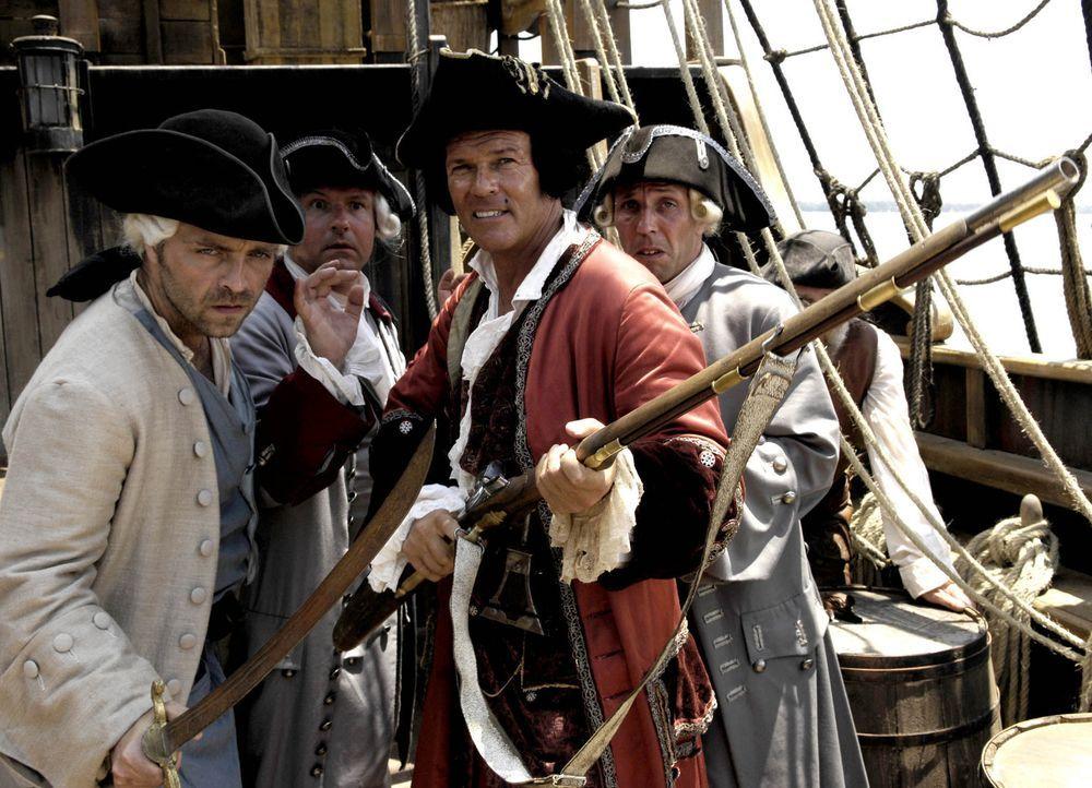 Kaum taucht die legendäre Schatzinsel am Horizont auf, da meutern auch schon die angeblichen Seeleute und übernehmen das Kommando an Bord. (v.l.n.r.... - Bildquelle: Gordon Mühle ProSieben