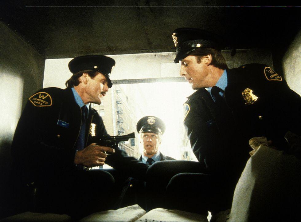 Lee (Bruce Boxleitner, r.) beteiligt sich an einem Raubüberfall auf einen Geldtransporter des Geheimdienstes. Seine Komplizen sind die gescheiterten...