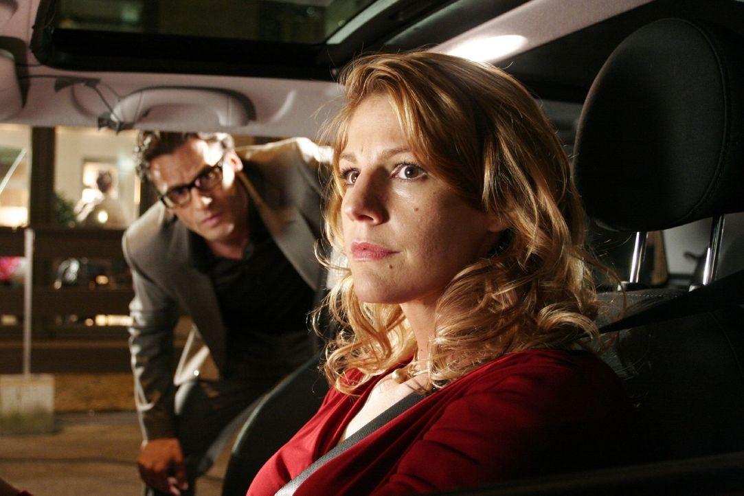 Der Abend endet zwischen Jakob (Stephan Luca, l.) und Dette (Sophie Schütt, r.) anders als geplant ... - Bildquelle: Noreen Flynn Sat.1