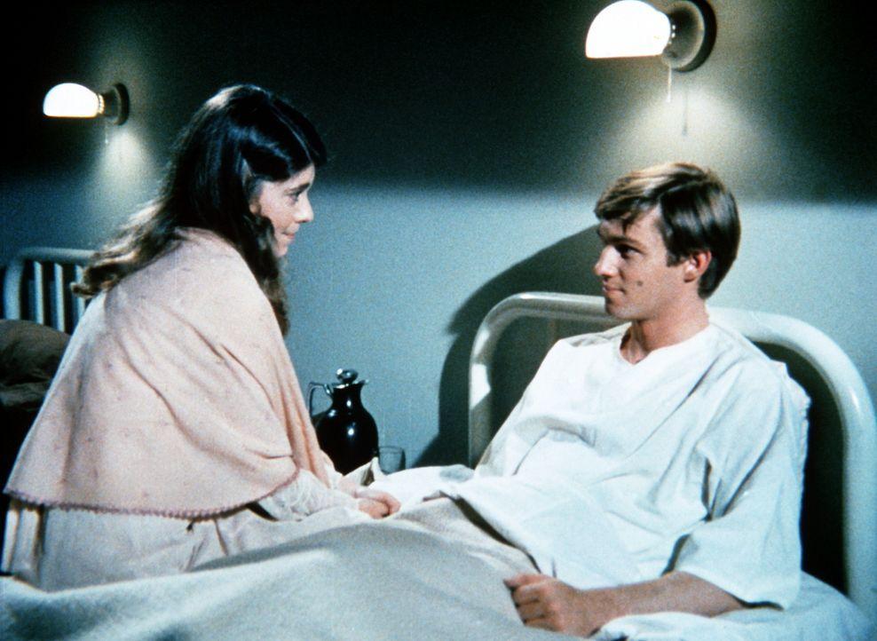 Im Krankenhaus erhält John-Boy (Richard Thomas, r.) Besuch von seiner früheren Freundin Jenny (Sian Barbara Allen, l.) ... - Bildquelle: WARNER BROS. INTERNATIONAL TELEVISION