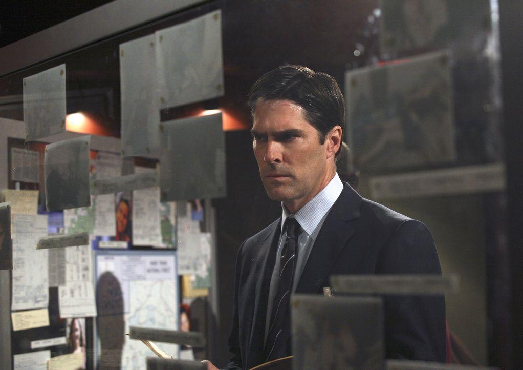 Ist etwas skeptisch gegenüber seiner neuen Kollegin: Hotch (Thomas Gibson) - Bildquelle: Dean Hendler 2006 Touchstone Television. All rights reserved. NO ARCHIVE. NO RESALE.