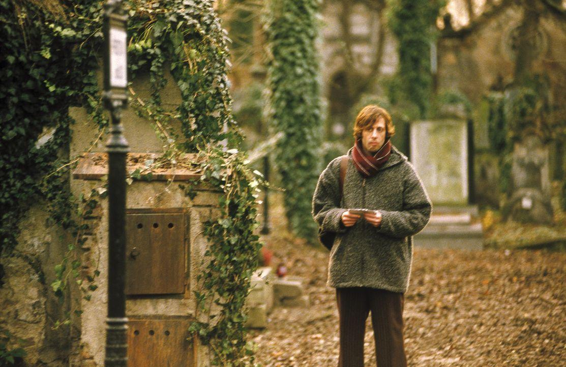 Als Lenny (Oliver Korittke) erkennt, dass sich der anonyme Hinweis auf eine Grabstätte bezieht, sieht er alle Hoffnung auf eine Klärung fahren. Da f... - Bildquelle: Jiri Hanzl ProSieben