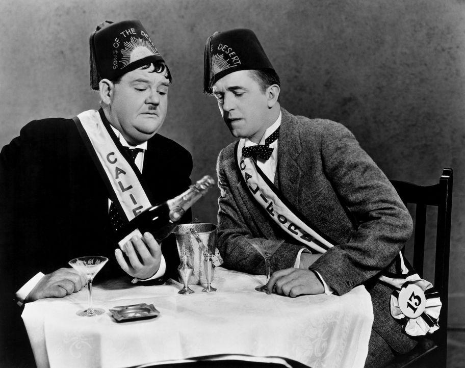 Ollie (Oliver Hardy, l.); Stan (Stan Laurel, r.) - Bildquelle: CCA