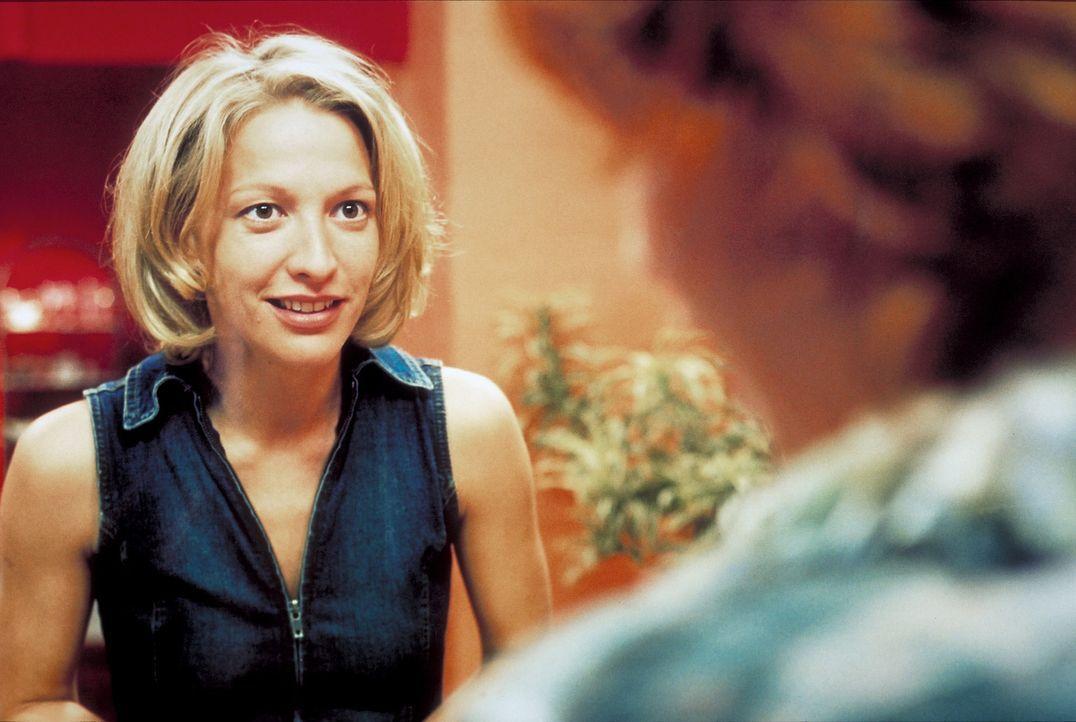 Carla (Niki Greb) steht vor einer schwierigen Entscheidung: zwischen ihrer '' Familie'' oder ihrer Karriere ... - Bildquelle: Christa Köfer ProSieben/Köfer