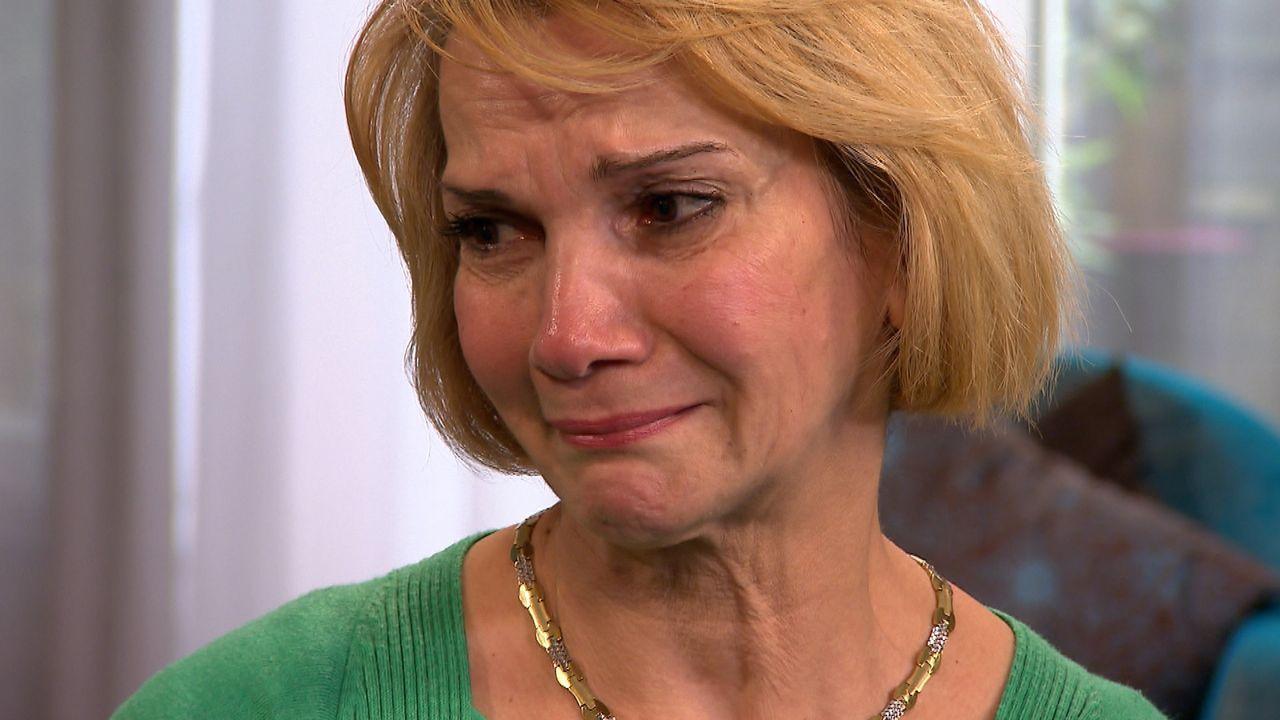 Aghdas sucht ihren vermissten Bruder. Doch kann Julia ihr helfen? - Bildquelle: SAT.1
