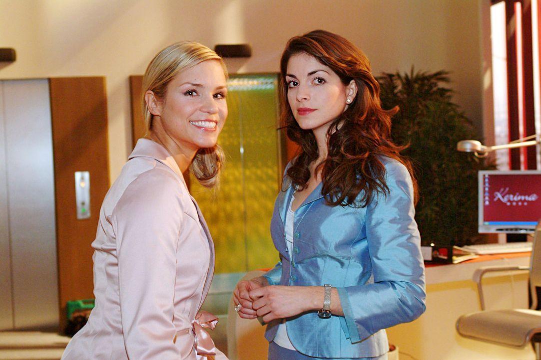 Sabrina (Nina-Friederike Gnädig, l.) und Mariella (Bianca Hein, r.) machen sich über Lisas angeblichen Ausrutscher auf der gestrigen Party lustig. - Bildquelle: Noreen Flynn Sat.1