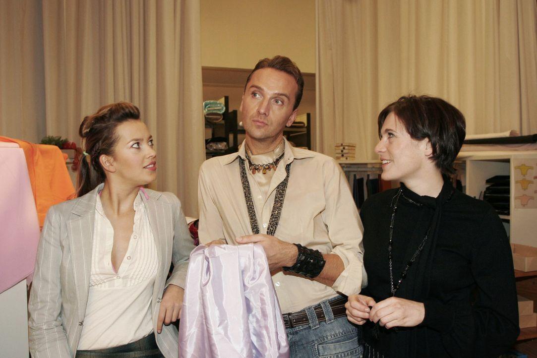 Hugo (Hubertus Regout, M.) ist glücklich, dass Britta (Susanne Berckhemer, r.) wieder in seiner Nähe ist. Doch als Hannah (Laura Osswald, l.) und Br... - Bildquelle: Noreen Flynn Sat.1