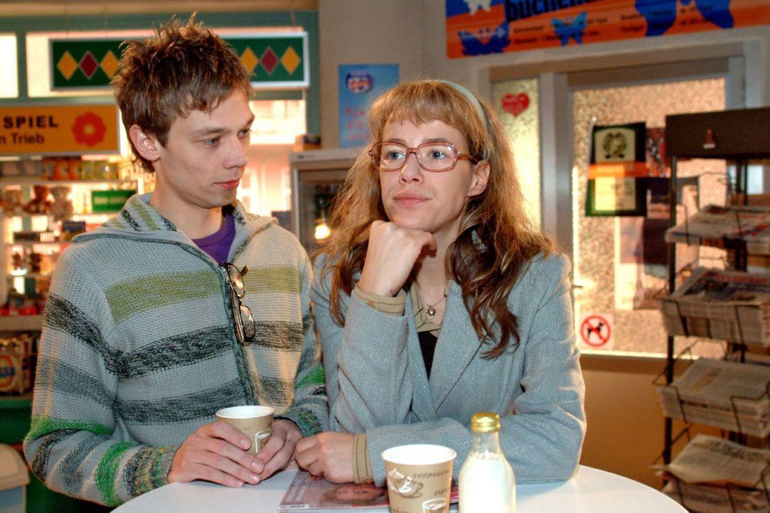 Jürgen (Oliver Bokern, l.) staunt: Lisa (Alexandra Neldel, r.) hat Davids Verhalten endlich satt und will von ihm eine angemessene Entlohnung einfor... - Bildquelle: Monika Schürle Sat.1
