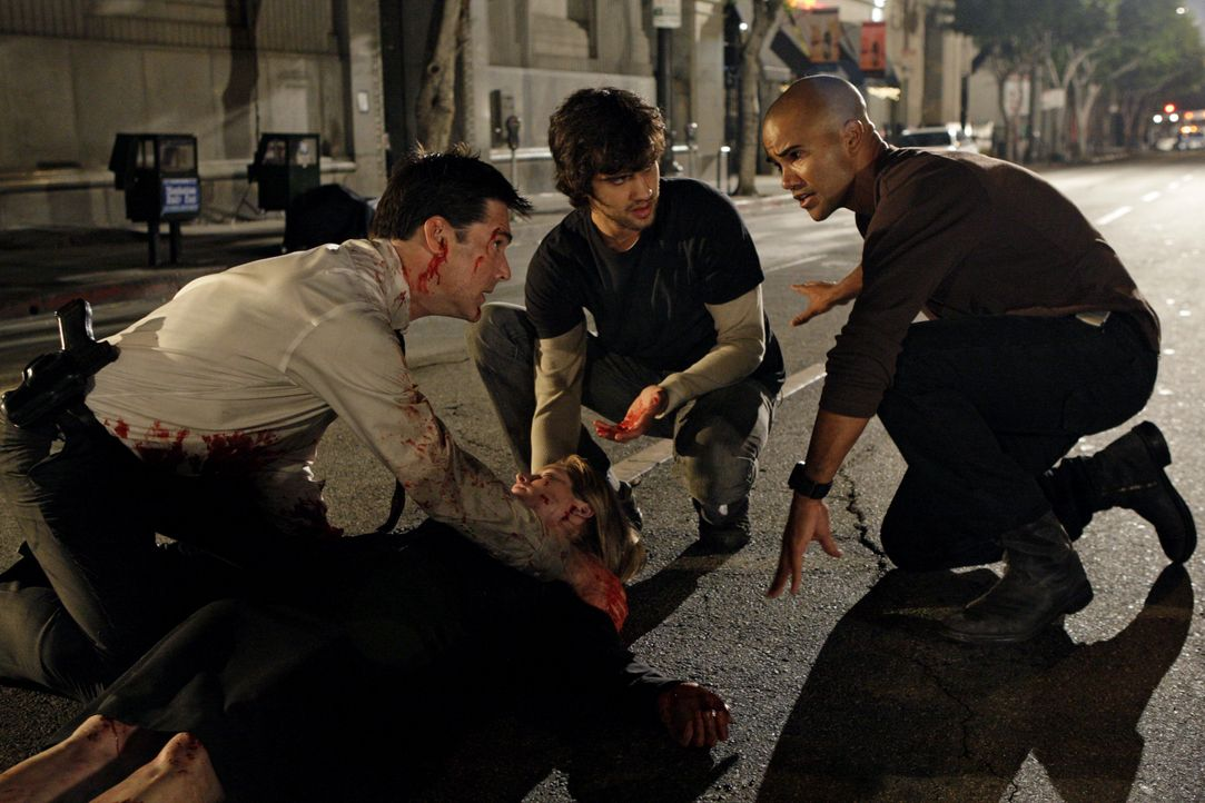 (v.l.n.r.) Aaron Hotchner (Thomas Gibson); Sam (Michael Steger); Derek Morgan (Shemar Moore) - Bildquelle: Sonja Flemming 2008 American Broadcasting Companies, Inc. All rights reserved. NO ARCHIVE. NO RESALE. / Sonja Flemming