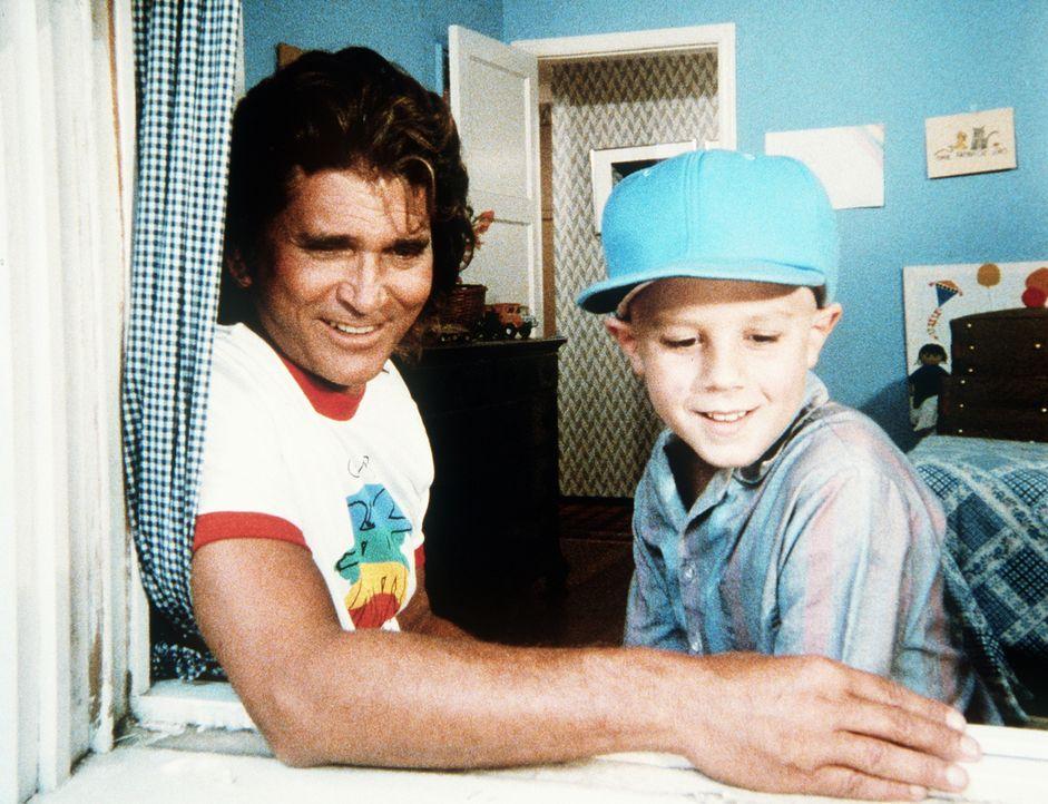 Jonathan (Michael Landon, l.) zeigt Curtis (Vonni Ribisi, r.) ein Vogelnest. - Bildquelle: 20th Century Fox Television