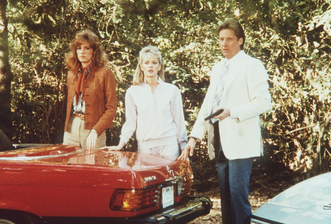 (v.l.n.r.) Donna (Sandra Kronemeyer), Francine (Martha Smith) und Lee (Bruce Boxleitner) suchen die vermeintlich entführte Tennisspielerin Tina Thom...