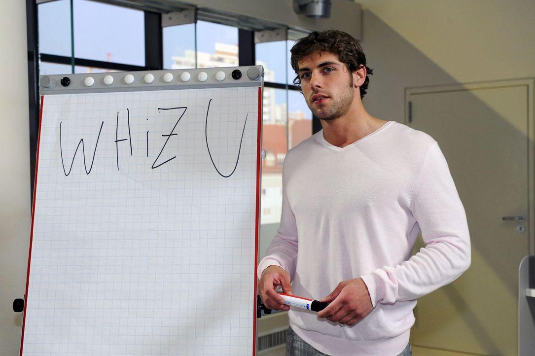 Jonas (Roy Peter Link) wird klar, wie viel Arbeit ohne Alexander in der Agentur auf ihn zukommt ... - Bildquelle: Oliver Ziebe Sat.1