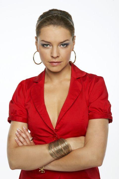 Katja Polauke (Karolina Lodyga) ist Annas verwöhnte Halbschwester. Katja legt viel Wert auf ihr Äußeres und hat drei große Ziele: Karriere, Mann und... - Bildquelle: Bernd Jaworek SAT.1