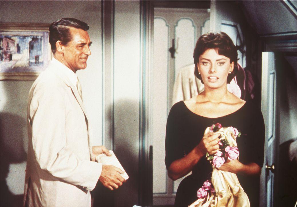Rechtsanwalt Tom Winston (Cary Grant, l.) hat die hübsche Cinzia (Sophia Loren, r.) als Haushälterin engagiert. Er ahnt nicht, dass sie die verwöhnt... - Bildquelle: Paramount Pictures