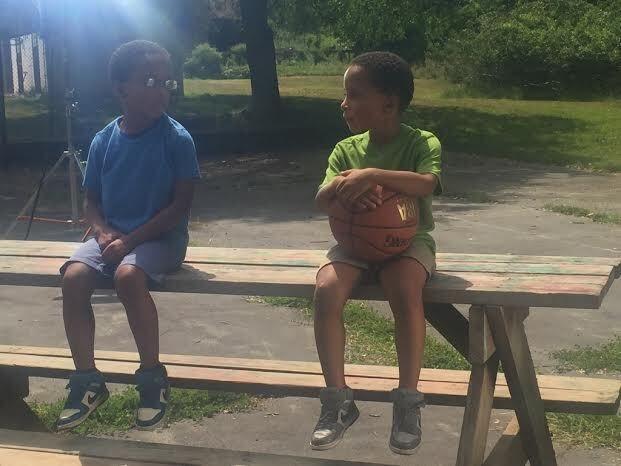 Als Kinder eines Soldaten sind die Ali-Zwillinge bereits seit ihrer Kindheit... - Bildquelle: Discovery Communications, LLC.